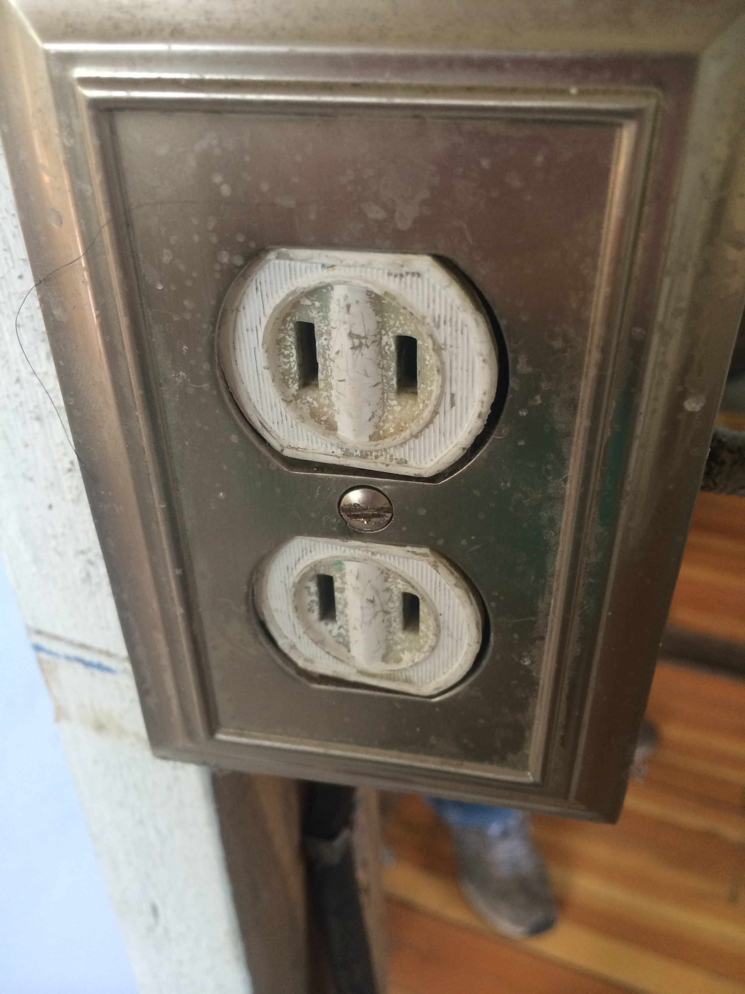 Old Homes Scott Rosenthal Real Estate The Team 2 Prong Vs 3 Outlets This Is A Two Outlet Which May Or Not Be Grounded As Opposed To Nec Required Three Used Today
